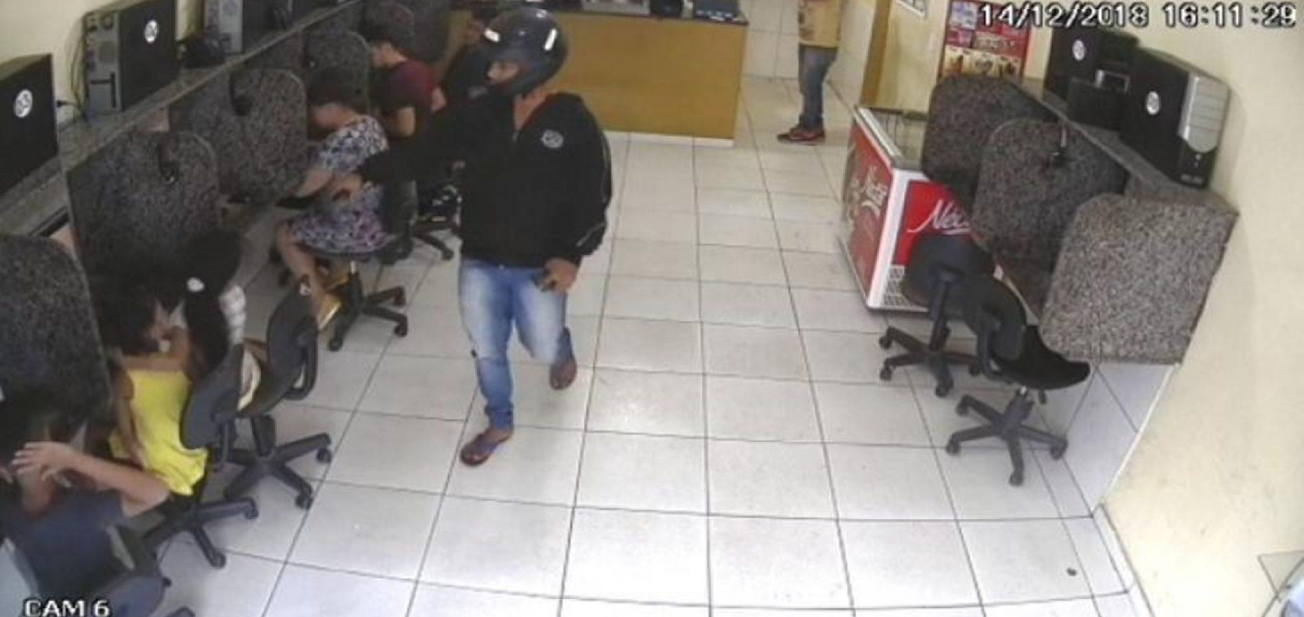 Assaltante aponta revólver para crianças durante roubo no Centro de Picos