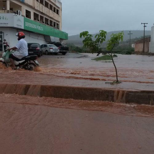Chuva causa alagamentos em diferentes bairros de Picos
