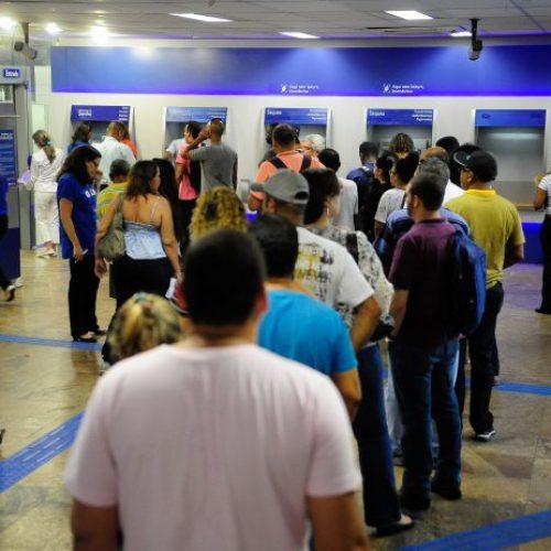 Agências bancárias abrem em horário especial nesta segunda (24)