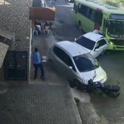 No Piauí ônibus rebocado colide contra dois carros e uma motocicleta