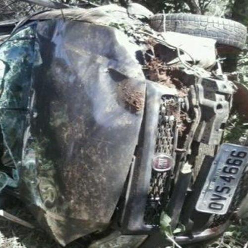 Carro capota na BR-135 e deixa família ferida no Piauí