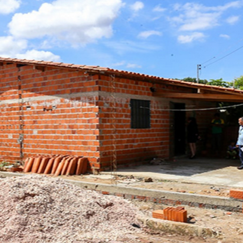 Família que caiu em buraco de 7 metros dentro de casa pede doações