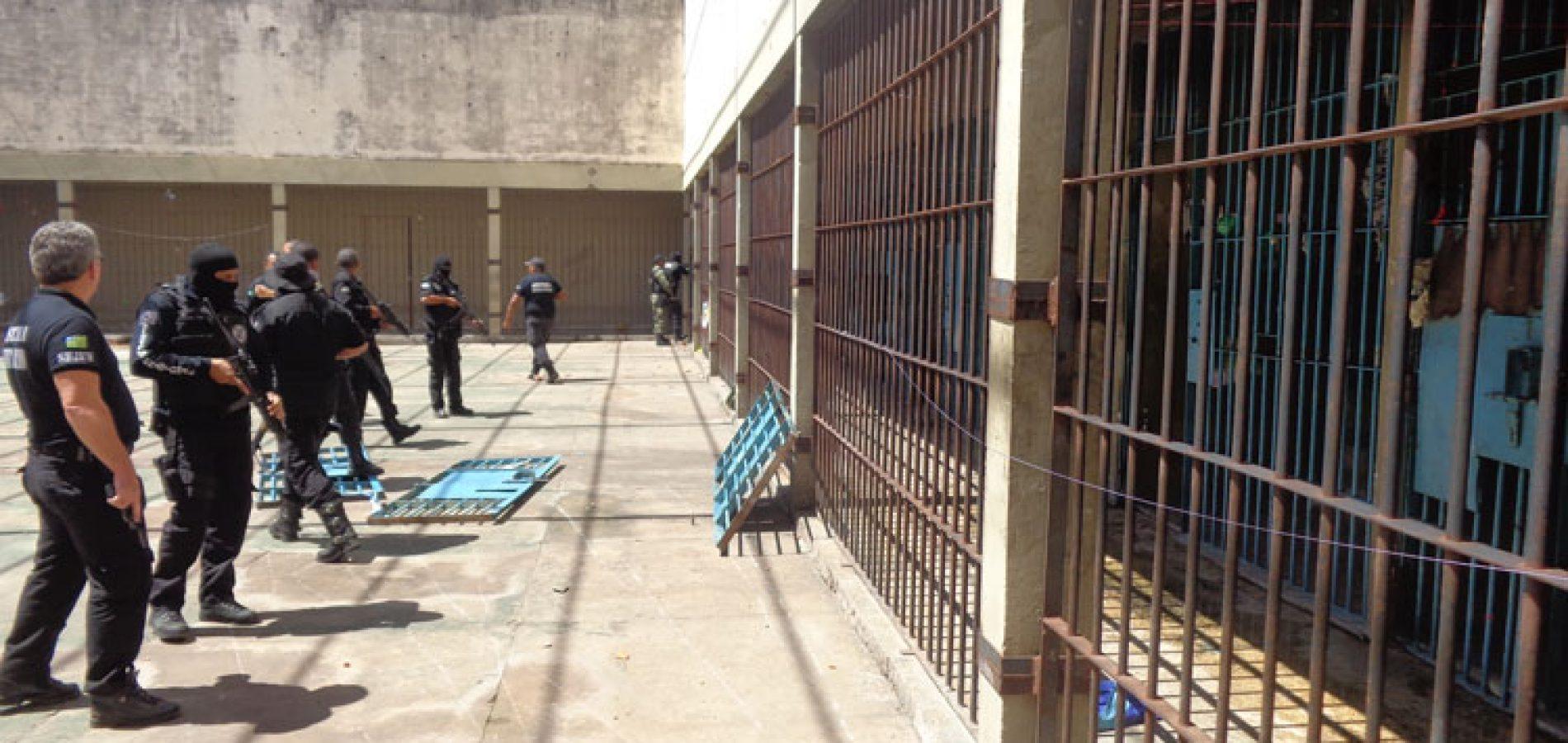Mais de 20 presos cavam buraco e fogem de presídio do Piauí