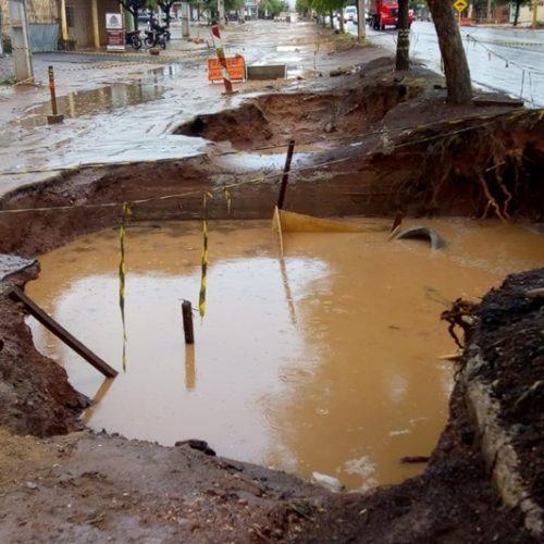 PICOS | Erosão em trecho da BR 316 preocupa moradores do bairro DNER