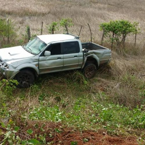 Ex-prefeito perde controle de carro e capota na PI-210