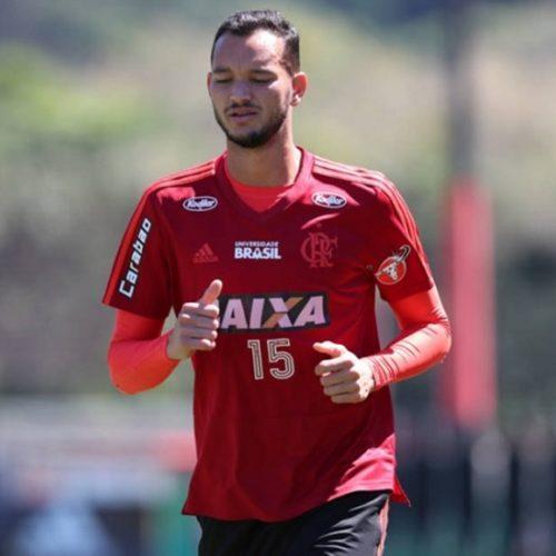 Atlético-MG procura Réver e tenta acordo com o Flamengo