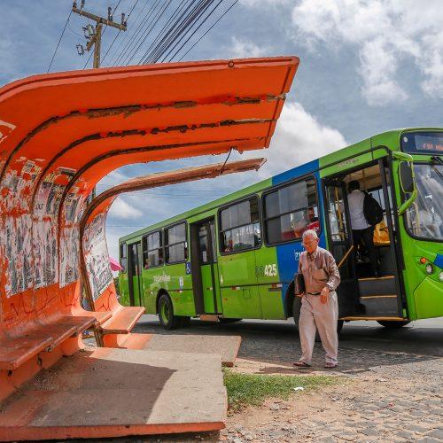 Motoristas e cobradores acatam decisão do TRT e ônibus voltam a circular em Teresina com 70% da frota em horário de pico