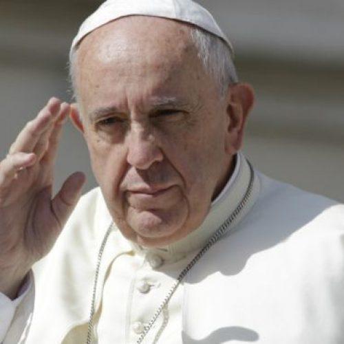 Papa remove dois cardeais ligados a escândalos sexuais