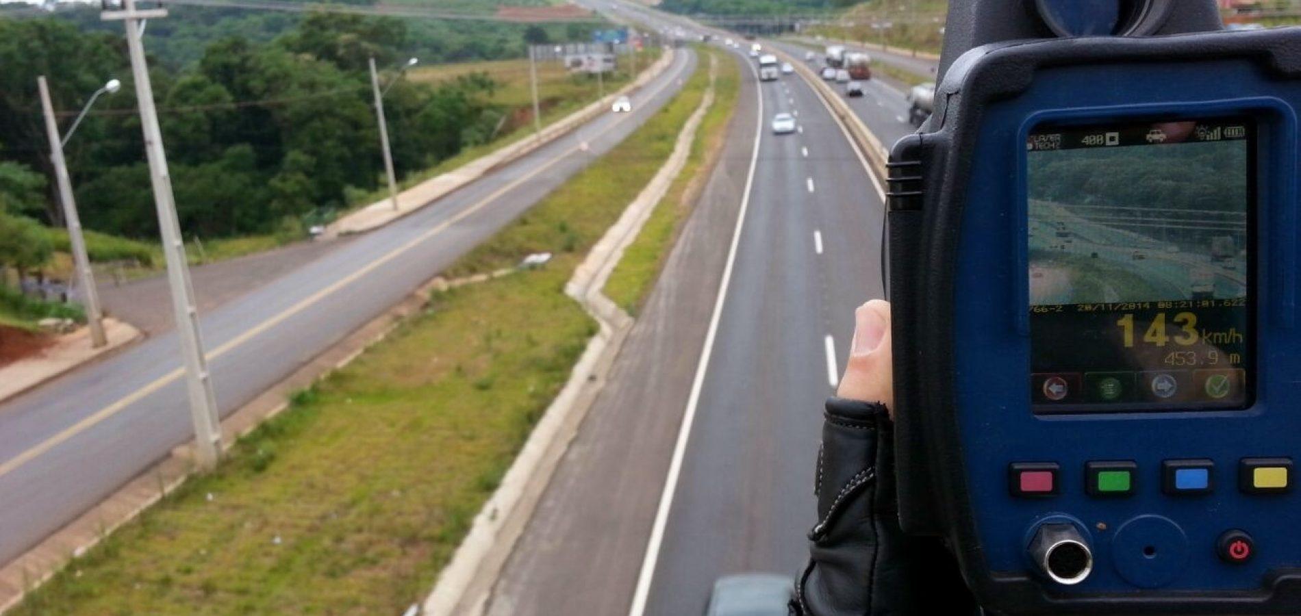 PRF flagra veículo a mais de 180km/h e já fez mais de 1 mil autuações por excesso de velocidade