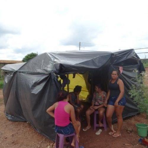Famílias são despejadas e vão morar em tendas improvisadas, em cidade do Piauí