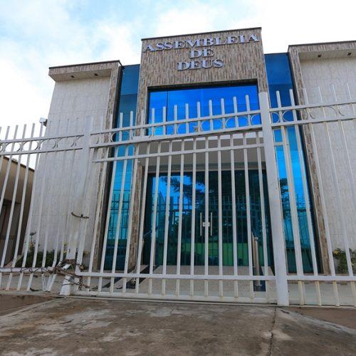 Veículo invade igreja e atropela fiéis no Piauí