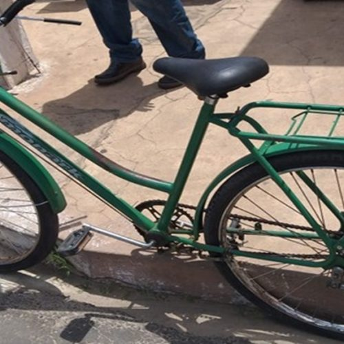 Colisão entre carro e bicicleta deixa mulher ferida no Piauí