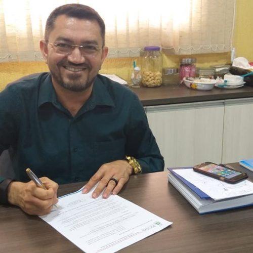 Prefeito de Picos, José Walmir, concede reajuste a servidores aposentados