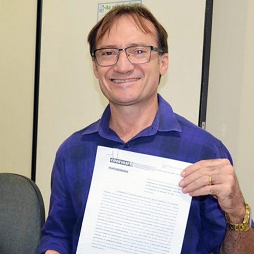 Prefeito Chico Carvalho assina termo de compromisso de R$ 750 mil para a conclusão da adutora de Massapê do PI