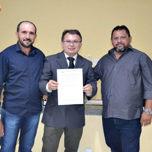 Bernardino Carvalho é empossado para o 4º mandato como presidente da Câmara de Belém do Piauí