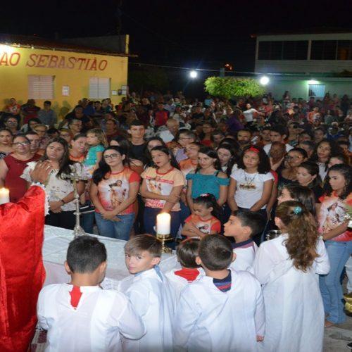 Fiéis celebram festa de São Sebastião com procissão e missa em Patos do Piauí