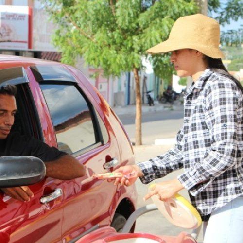 """""""Ganho meu pão com muito orgulho"""" diz mulher que vende picolés pelas ruas de Jaicós"""