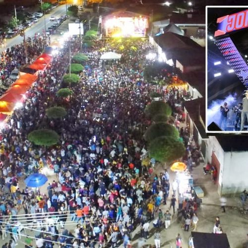 Multidão comemora o 25º aniversário de Campo Grande do Piauí
