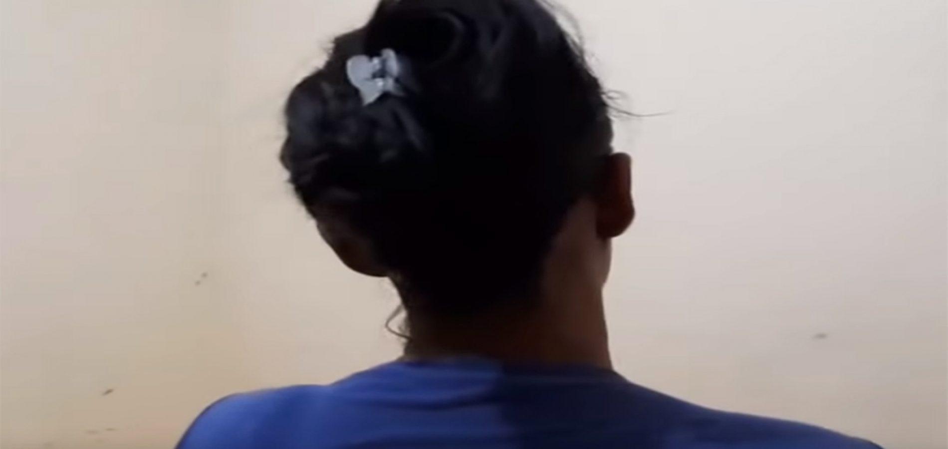Mãe flagra filho com folhas na boca para não gritar em suposto estupro