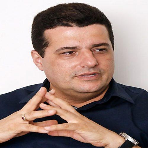 Gustavo Henrique, que foi candidato a senador em 2014, troca socos com policial na Alepi