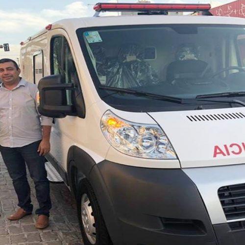 Prefeito de Jaicós recebe ambulância semi UTI