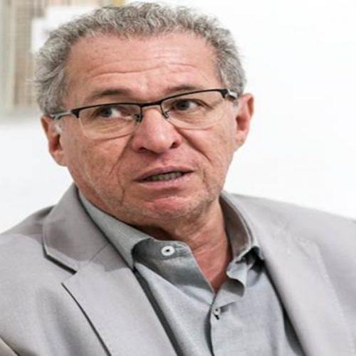 Morte de Assis Carvalho é alvo de comemorações em posts: 'Vai roubar no inferno'