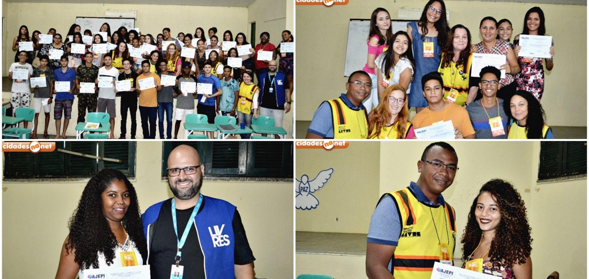 PICOS│Projeto Impacto Sertão Livre entrega certificados para alunos do curso de Assistente Administrativo