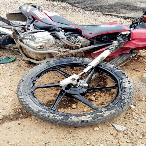 JAICÓS| Motociclista fica ferido após perder o controle e colidir contra poste