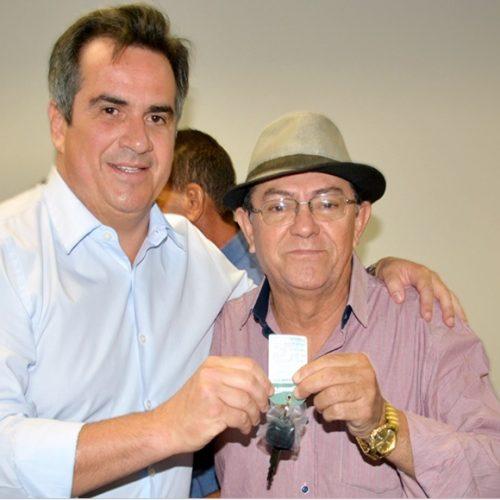 Prefeito Chico Pitu recebe picape L200 para reforçar ações na Saúde de Marcolândia