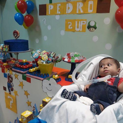 Funcionários de hospital de Teresina fazem festa de aniversário para menino que mora em UTI