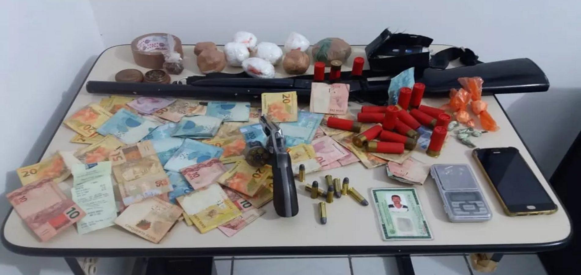 Acusado de matar o próprio pai é preso por porte ilegal de arma e tráfico de drogas no Piauí