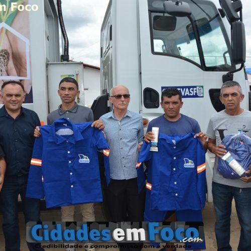 Prefeito Raimundo Júlio entrega caminhão compactador de lixo e anuncia construção de banheiros e praça em Queimada Nova