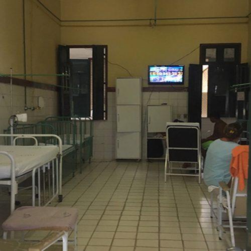Promotor faz vistoria e constata mofo e sujeira no Hospital Infantil