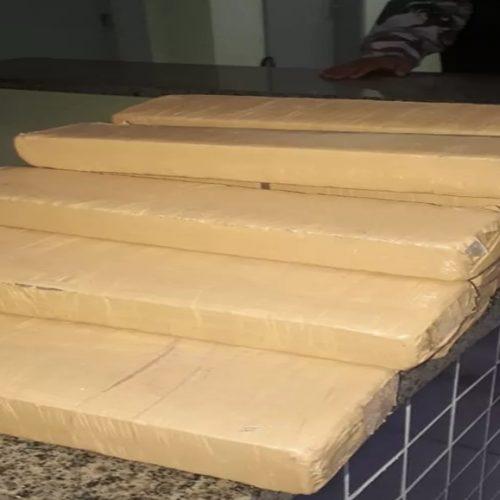 Dupla é presa transportando 15 tabletes de maconha em moto no Piauí