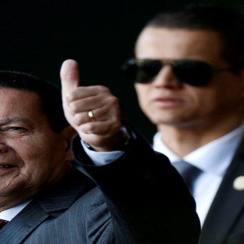 Mourão diz que filho promovido no Banco do Brasil tem 'mérito'