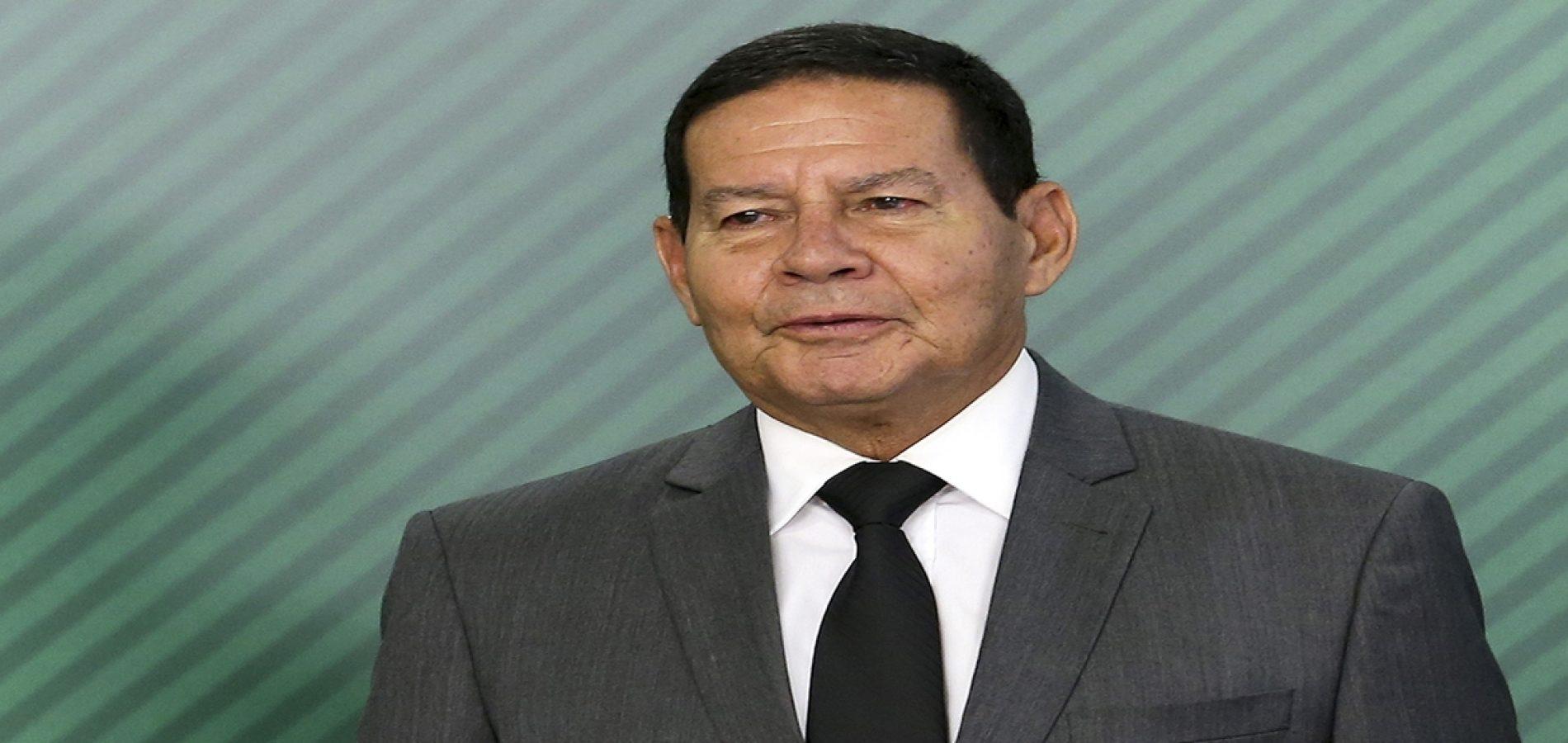 Mourão diz que depoimento de porteiro não tem poder de derrubar governo