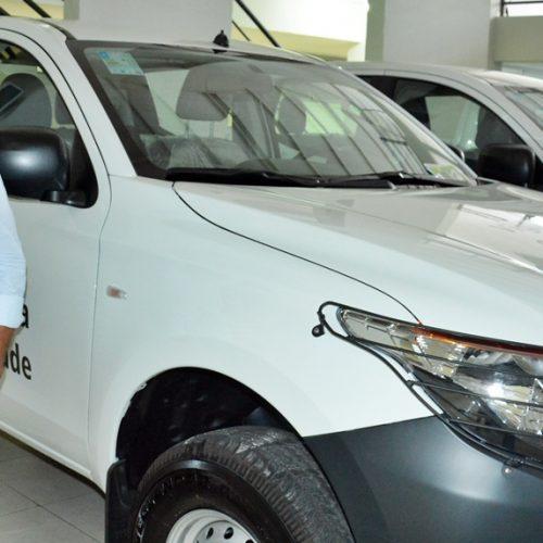 Prefeito Nonato Alencar recebe novo veículo para a Saúde de Francisco Macedo