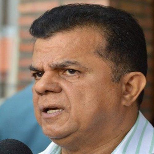Prefeito chora ao criticar opositores, desmaia e vai parar em hospital no Piauí