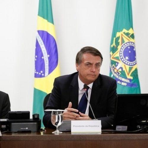 Governo Jair Bolsonaro muda edital de livros didáticos