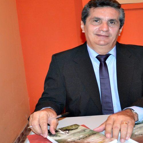 No aniversário de Padre Marcos, vice-prefeito Valdo Benedito lança livro com história do município