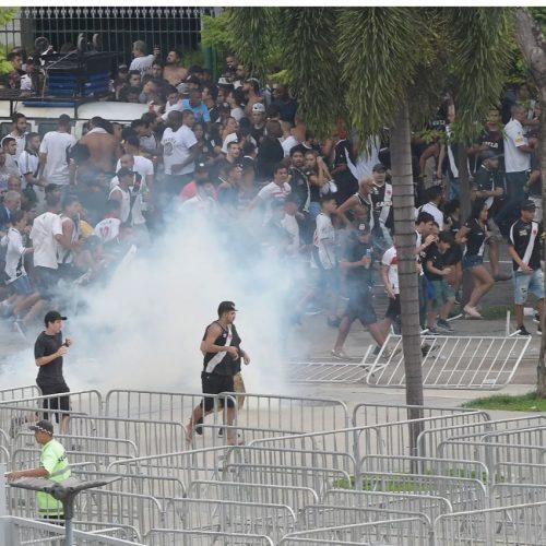 Confusão do lado de fora do Maracanã marca decisão entre Vasco e Fluminense