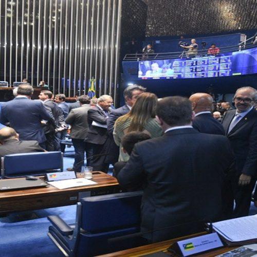Projeto da bancada do PT no Senado isenta quem ganha até R$ 4.990 do IR