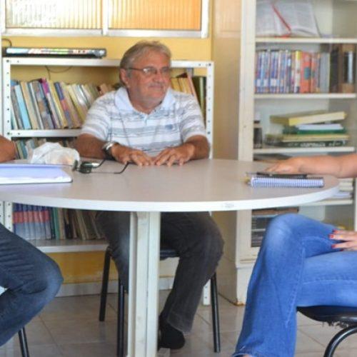 SIMÕES | Secretária de Educação realiza reunião com funcionários da Biblioteca Municipal