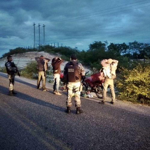 Três pessoas são conduzidas e dois veículos apreendidos em operação da PM em Jaicós e Padre Marcos