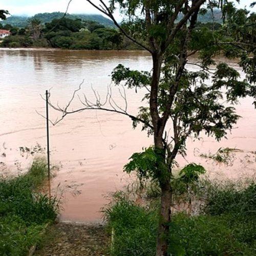 Bombeiros continuam as buscas por criança que caiu em rio no Piauí