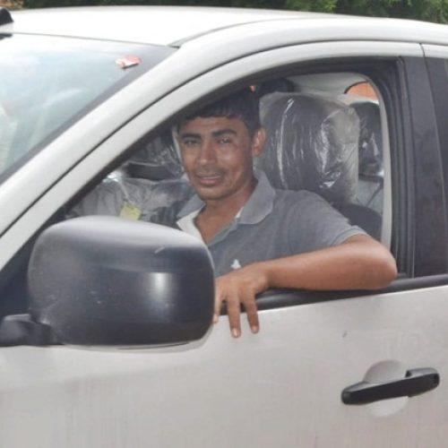 Prefeito Júnior de Abel entrega novo veículo para a Saúde de Curral Novo do Piauí