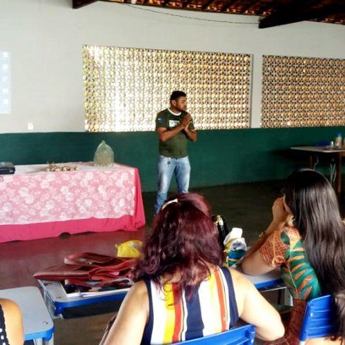 Educação de Ipiranga do Piauí promove palestra sobre cultura do alho na Semana Pedagógica