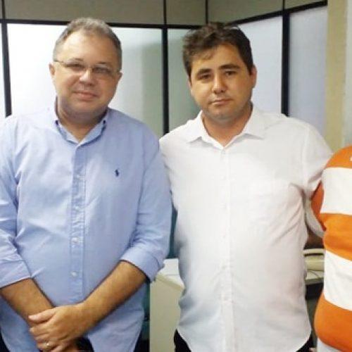 Em Teresina, prefeito de Padre Marcos participa de reunião e busca soluções para atraso no repasse de recursos ao hospital