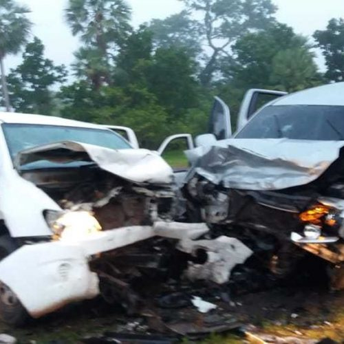 Colisão frontal entre Hilux e Amarok deixa sete pessoas gravemente feridas na BR-222