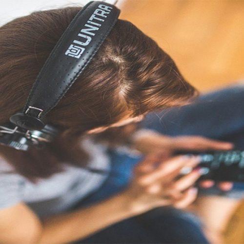 Audição de mais de 1 bilhão de jovens está ameaçada, alerta OMS